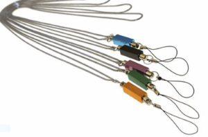 Kovové šňůrky na krk dávají krásný vzhled a jsou vynikající pro exkluzivní obchodní dárky.