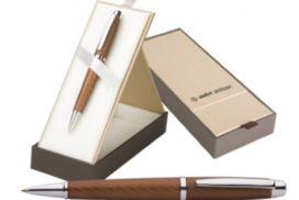 Elegantní kovová propiska značky André Philippe v polstrované papírové dárkové krabičce.