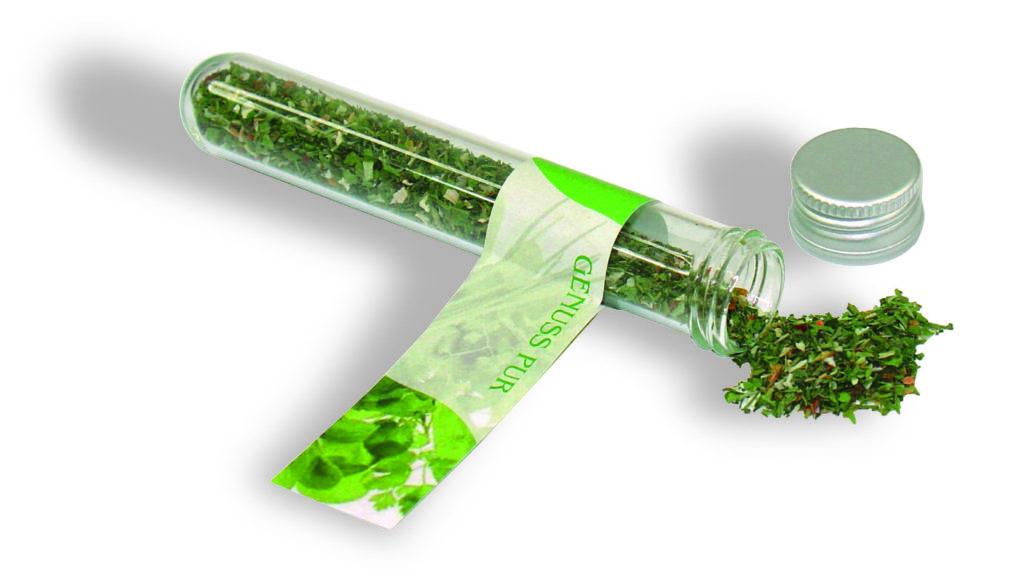Salátové bylinky ve zkumavce