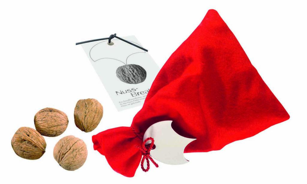 Plstěný sáček s ořechy